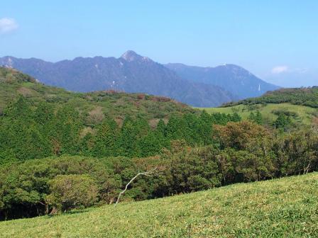 鎌ケ岳を望む
