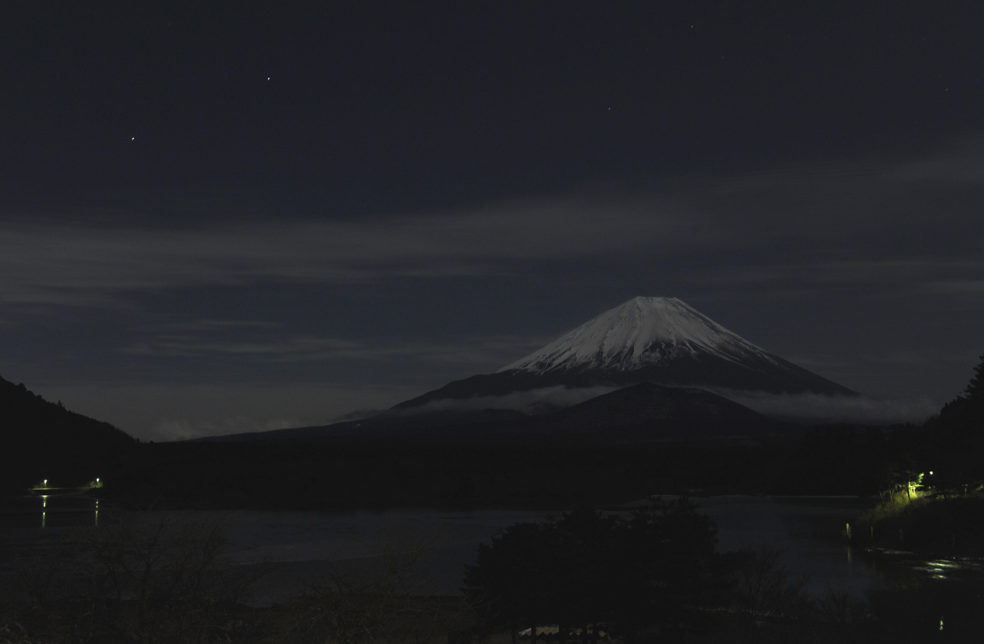 満月の夜の冬富士